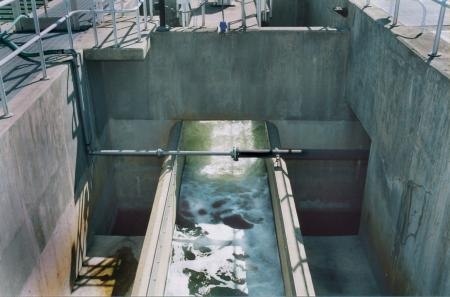 Influent-effluent flow